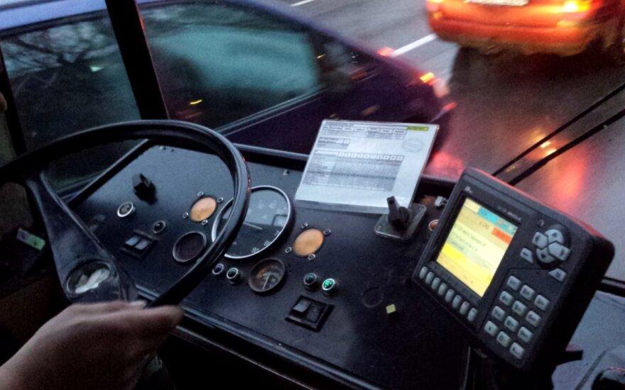 Viešuoju transportu į darbą keliaujantis vilnietis: kaskart netenku trupučio savigarbos
