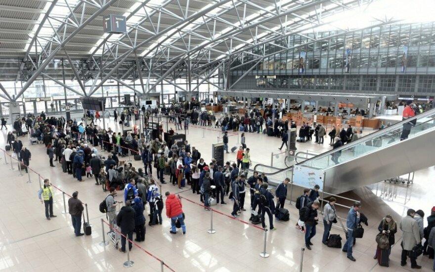 Vokietijos oro uosto darbuotojų streikas antradienį įtrauks 8 oro uostus