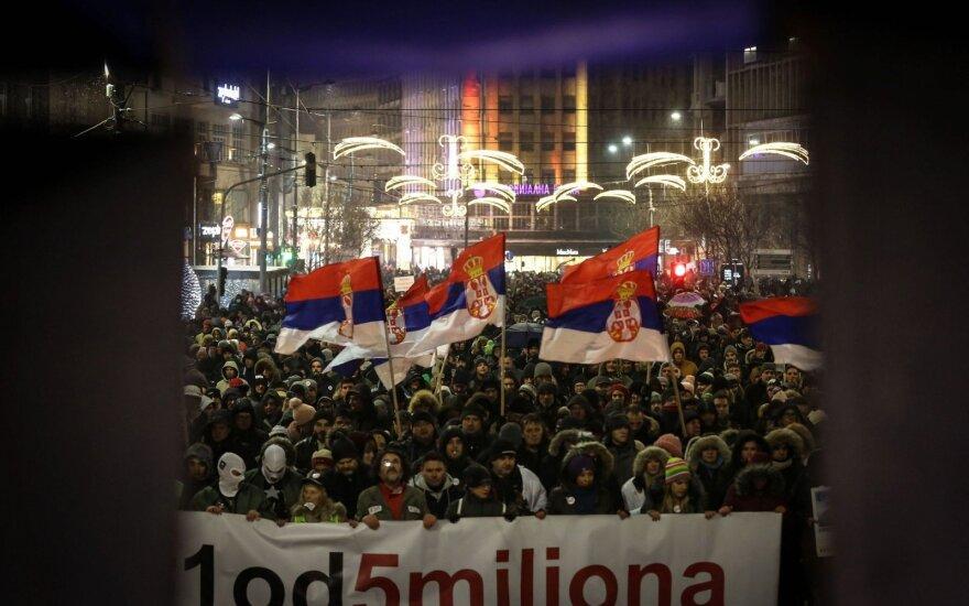 Demonstruotojai Serbijoje vėl surengė protestą prieš prezidentą
