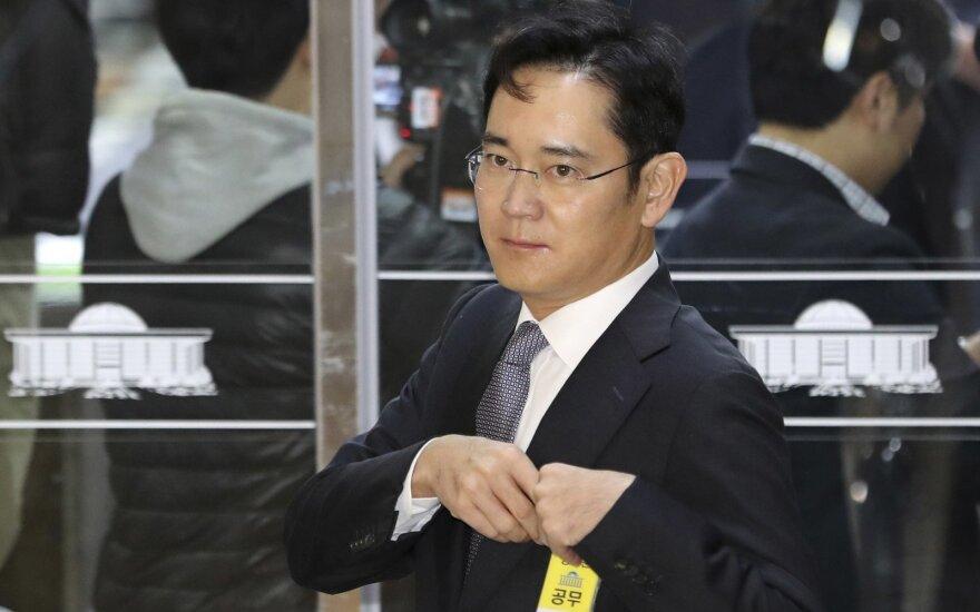"""Vienam iš """"Samsung"""" vadovų siūloma skirti 12 metų įkalinimo"""