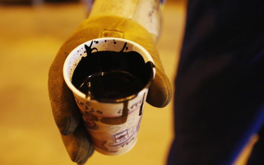 Po prognozės naftos kainos krito