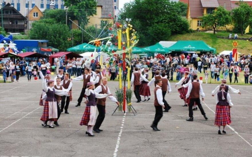 Plungės miesto šventės metu: Žemaitijos regiono dainų šventė ir XIII-asis respublikinis pučiamųjų instrumentų orkestrų festivalis
