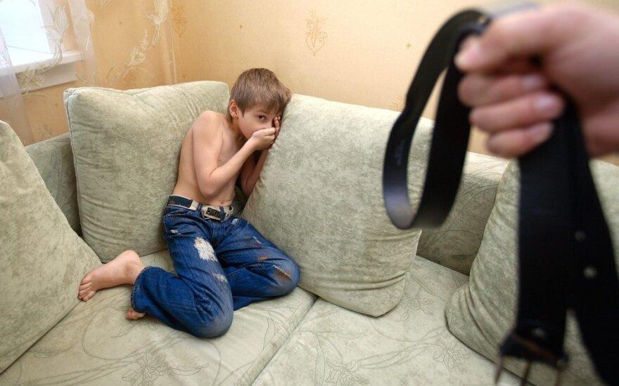 vaikas, berniukas, diržas, bausmė, fizinė bausmė, baimė