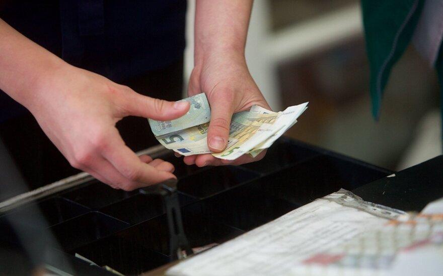 """""""Sodros"""" duomenys užminė mįslę apie kasininkių atlyginimus"""