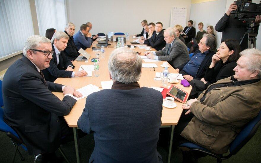 Trys parlamentarai siūlo Seimui stabdyti LRT vadovo konkursą