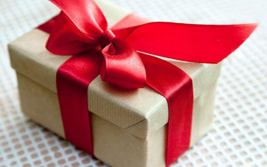 Vyras pribloškė dovana: kolegės kikeno, kad jaunuolis drąsus