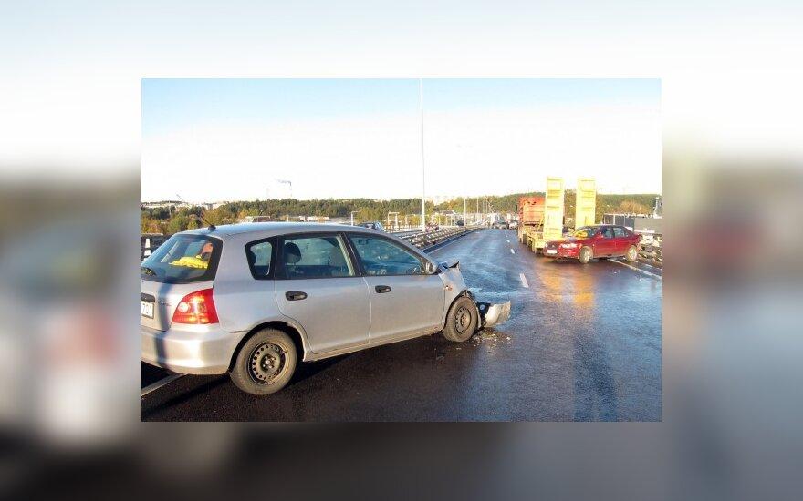 Draudikai: vairuotojai neišlaikė plikledžio egzamino