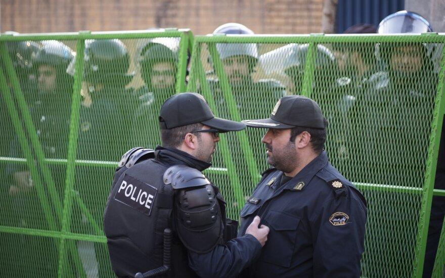 Irano policija prie britų ambasados