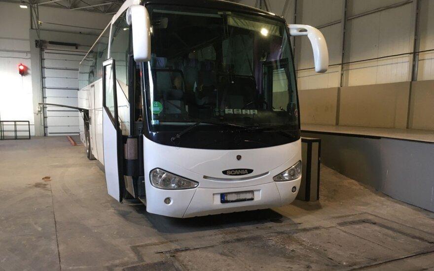 Turistiniame autobuse – 26 878 eurų vertės kontrabanda