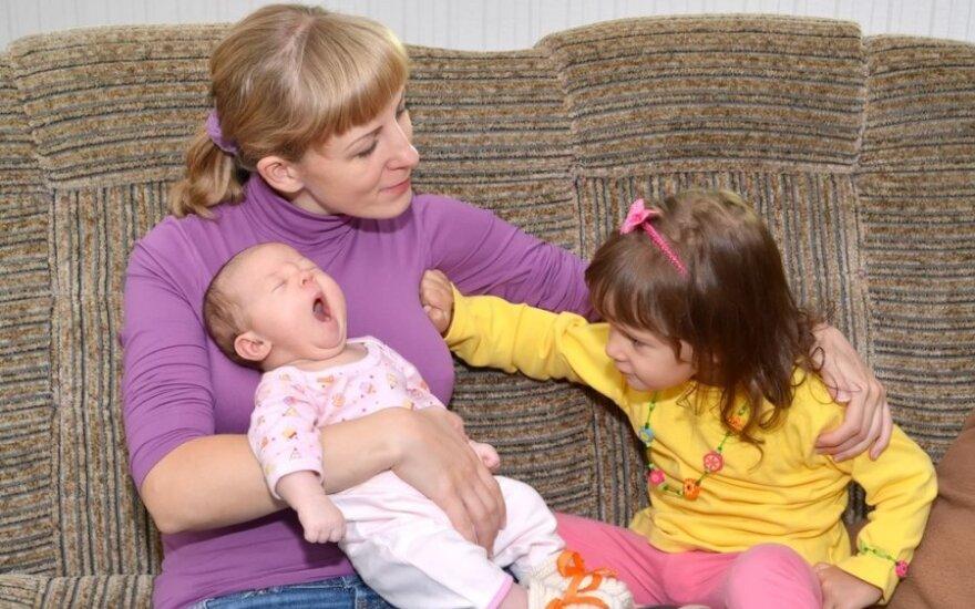 Žiauri tiesa, apie kurią tikriausiai nepagalvojote: kaip gimus antram vaikui jaučiasi pirmagimis