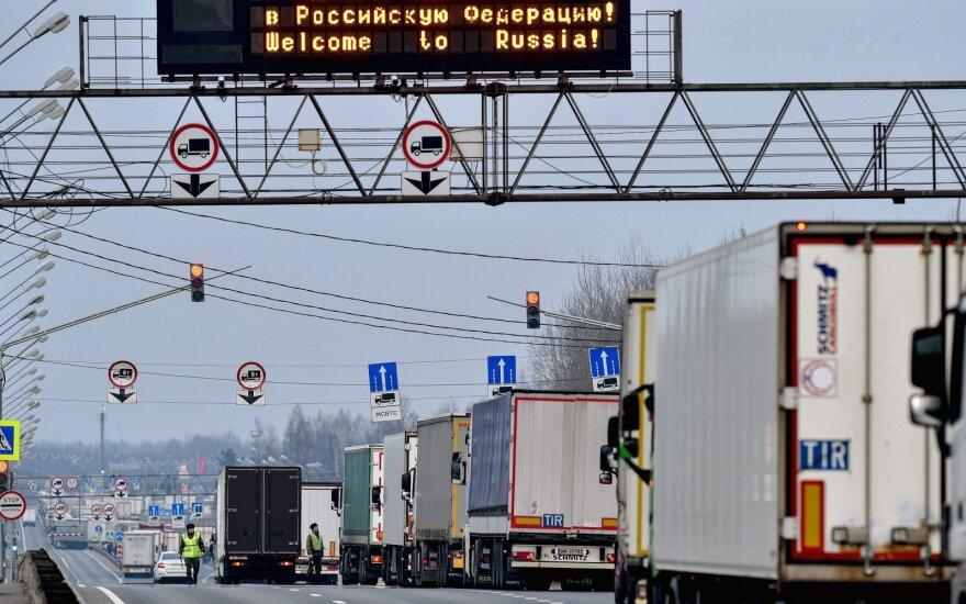 Rusijos verslininkai jau susidūrė su vilkikų iš Lietuvos vėlavimu: krovinių pristatymas brangsta