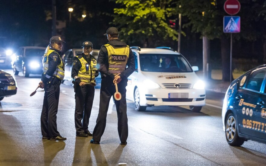 Birželį pareigūnai dažniau tikrins vairuotojų blaivumą