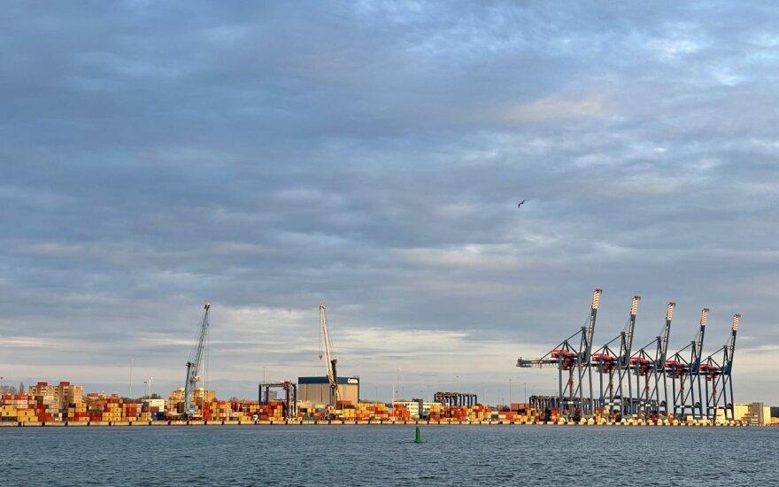 Klaipėdos jūrų uosto akvatorijoje pastebėta teršalų dėmė