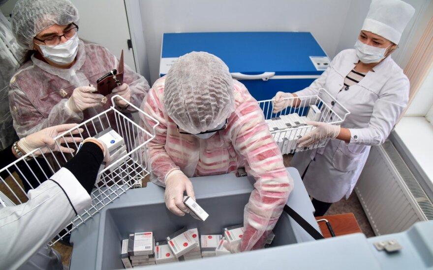 Pandemija tapo Kinijos ir Rusijos veiksmų zona: kaukių ir vakcinų diplomatija, puikios galimybės sekti kiekvieną