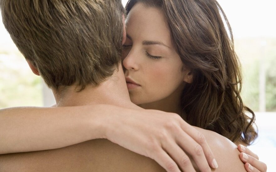 Kaip atgaivinti atšalusius santykius: aistra išblėso, jam įdomiau pornografija
