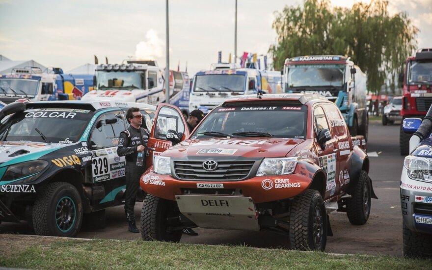 A. Juknevičius prie Dakaro bolido