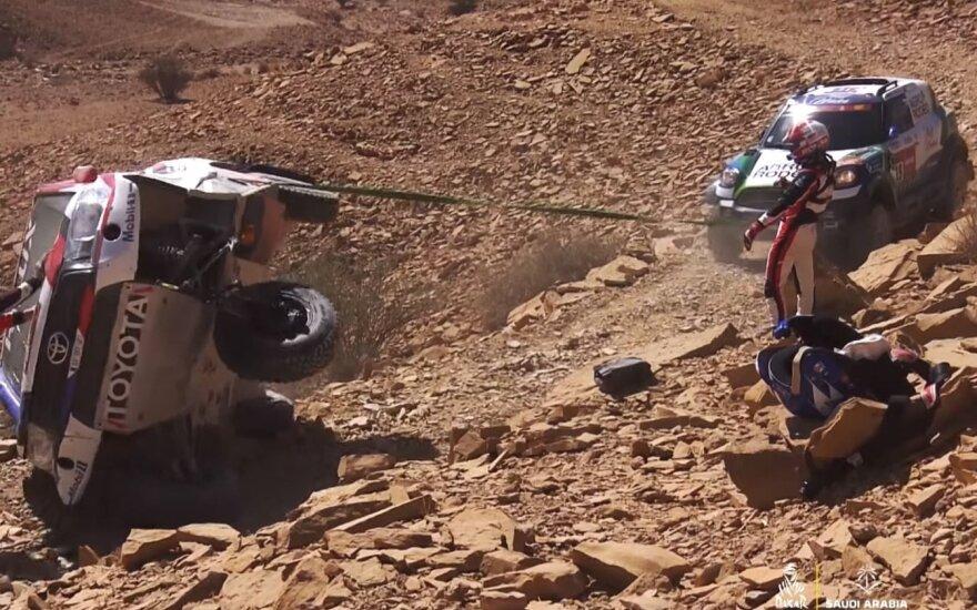 Vaidotas Žala ir Saulius Jurgelėnas gelbėja Ronano Chaboto ekipažą