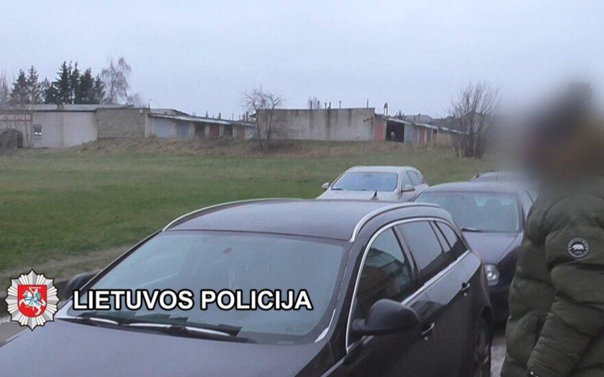 Kriminalistai išsiaiškino, kas padegė Plungės savivaldybės administracijos direktoriaus automobilį