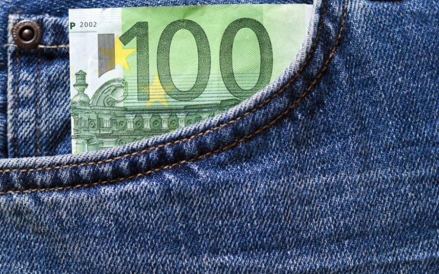 Over a quarter of Lithuanians expect direct benefits from euro
