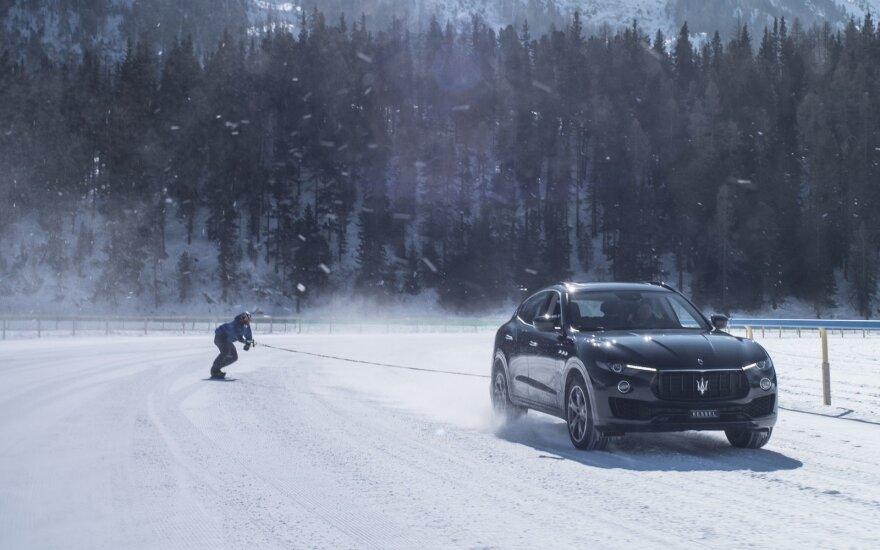 """""""Maserati Levante"""" tempiamas snieglentininkas Jamie Barrow pasiekė Gineso greičio rekordą"""