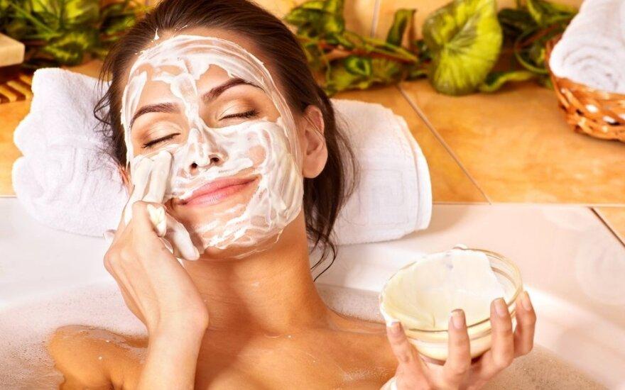 4 priežastys žiemą dažniau pasilepinti veido kauke