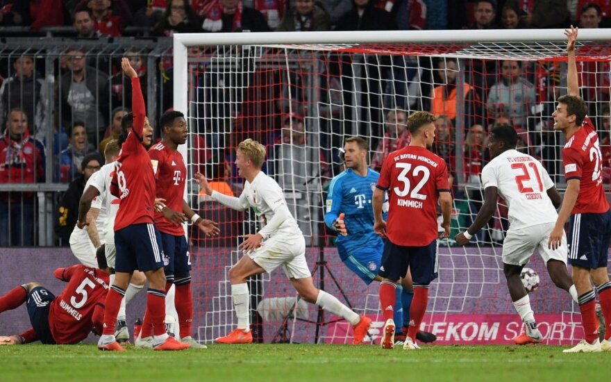 """Netikėta: Neuerio klaida ir įvartis krūtine atėmė taškus iš """"Bayern"""""""