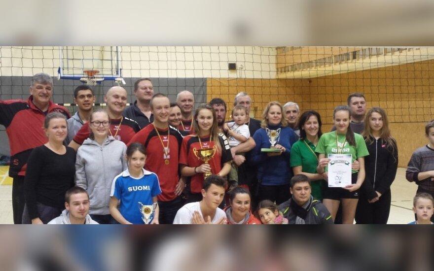 Vilniaus šeimų tinklinio turnyro dalyviai