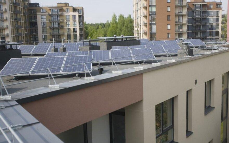Saulės jėgainė ant namo stogo