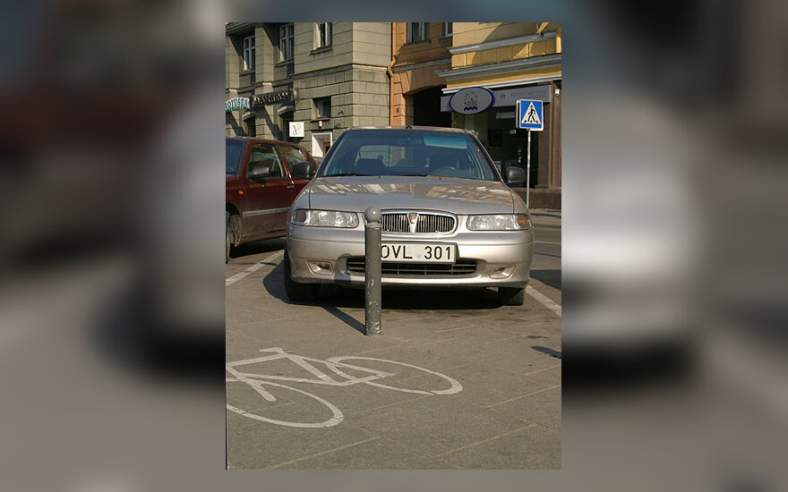 Automobilis greta dviračių takelio, parkingas, automobiliai, transportas, eismas