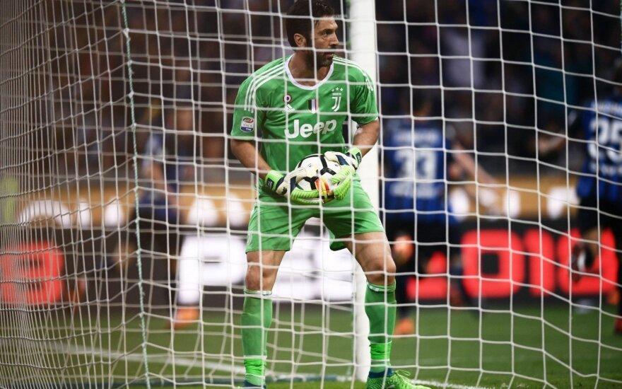 """Buffonas prisiprašė įvarčio, bet """"Juventus"""" dar labiau priartėjo prie titulo"""