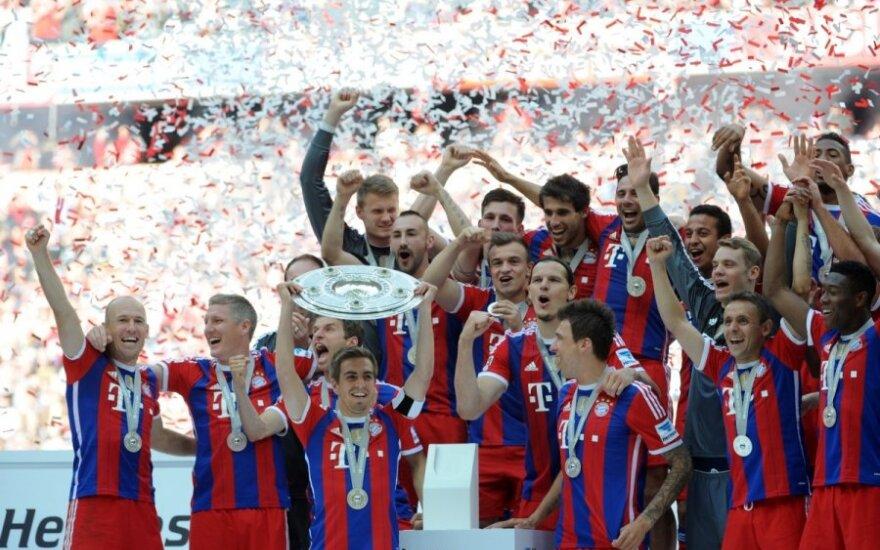 """""""Bayern"""" futbolininkams įteikta """"Bundesliga"""" čempionų lėkštė"""