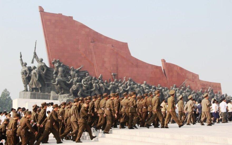 Nepaisydamos Pchenjano protesto JAV ir Pietų Korėja pranešė apie karinių pratybų pradžią