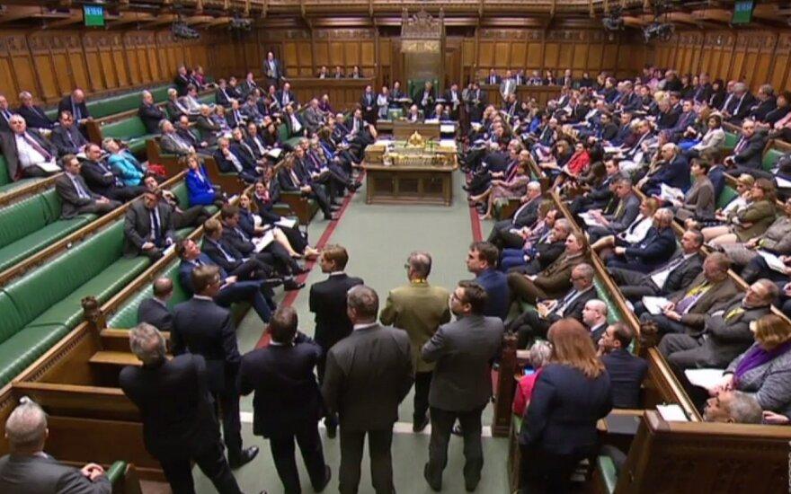 """Parlamentas atsisakė surengti naują balsavimą dėl """"Brexit"""" alternatyvų"""