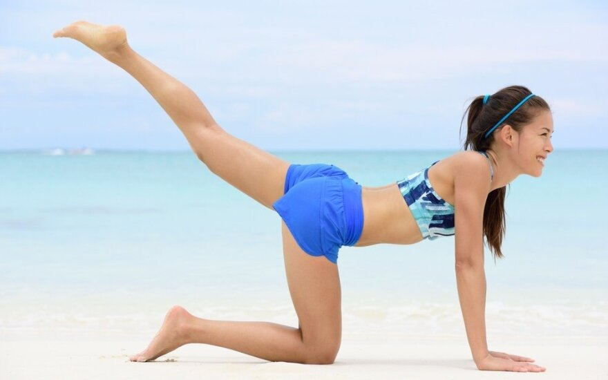 Efektyvi anticeliulitinė treniruotė kojoms ir sėdmenims