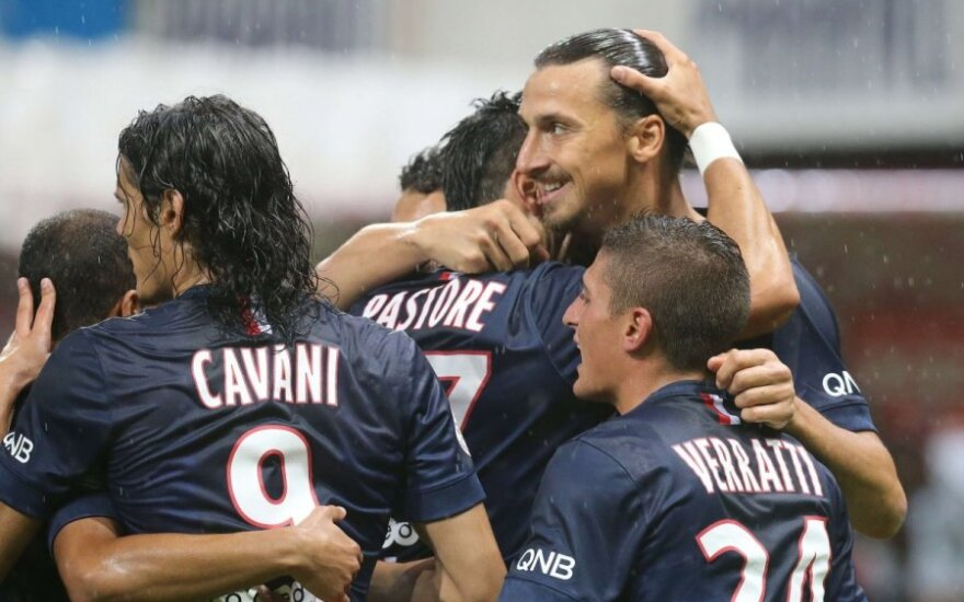 Zlatanas Ibrahimovičius komandos draugų apsuptyje
