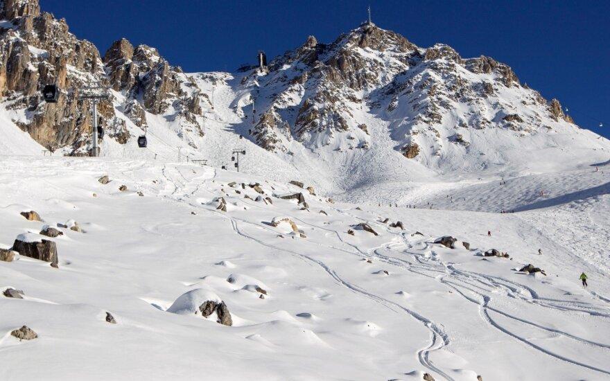Prancūzijos Alpėse per sniego laviną žuvo vienas žmogus, dar vieno ieškoma
