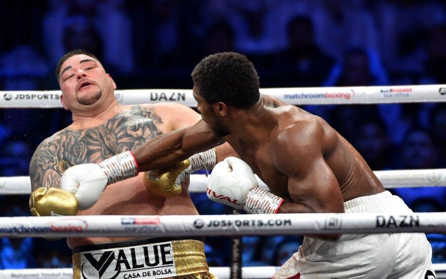 Prireikė visų 12 raundų, bet Joshua atsiėmė čempiono diržus iš Ruizo