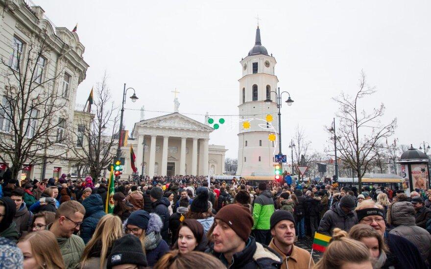Infografikas: kaip lietuviai vertina galimybes pragyventi