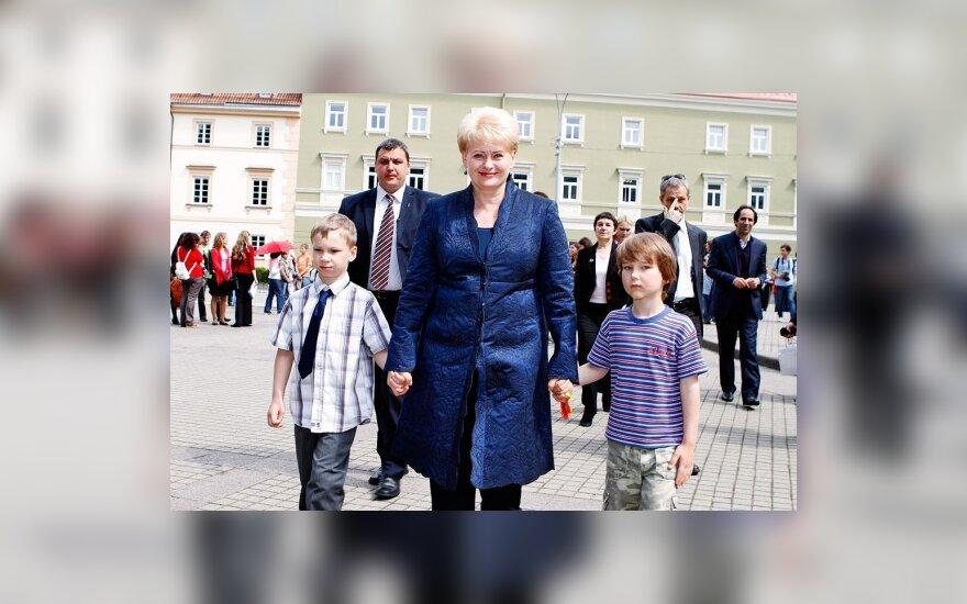 D.Grybauskaitė: suaugusieji turi ginti vaiko interesus, o vaikai laikytis susitarimų