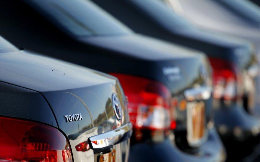 Vasarį lietuviai prisipirko naujų automobilių, bet pusės iš jų – nė nepamatysime