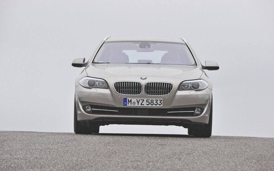 """BMW 528i Touring"""