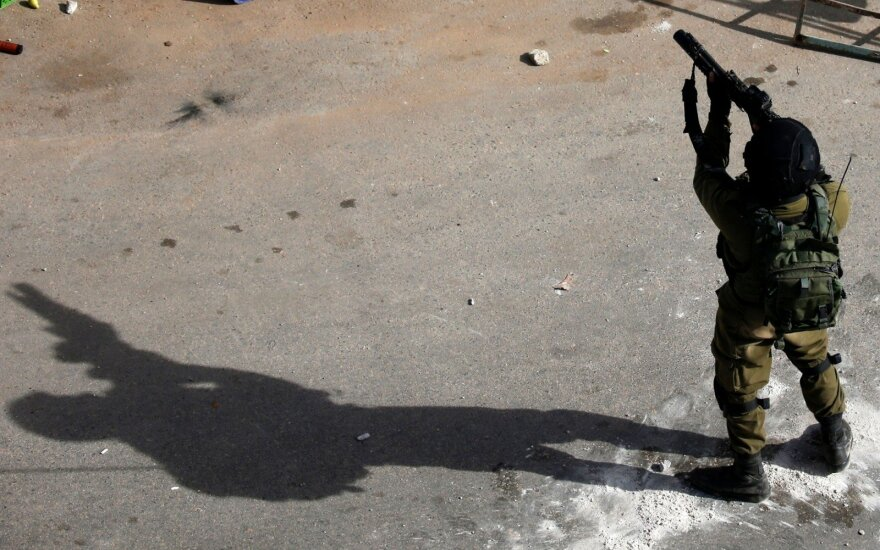 Vakarų Krante nušautas Izraelio karį peiliu puolęs palestinietis
