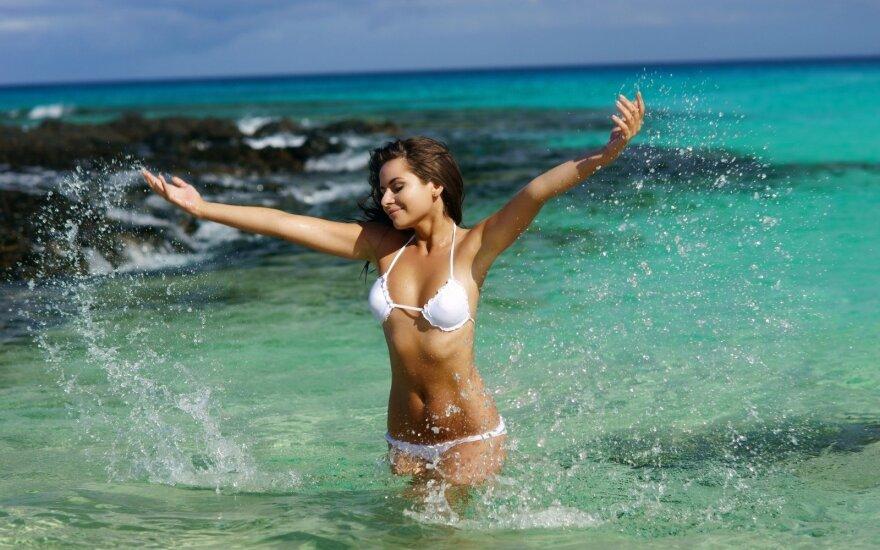 Moteris jūroje