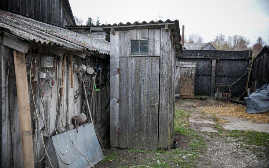 Iki kovo – griežtas reikalavimas: lauko tualetai turės būti panaikinti apie 20 tūkst. gyventojų, gresia baudos