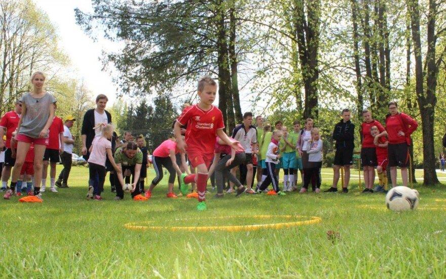 Lietuvos šeimų futbolo šventėje triumfavo marijampoliečių šeimos