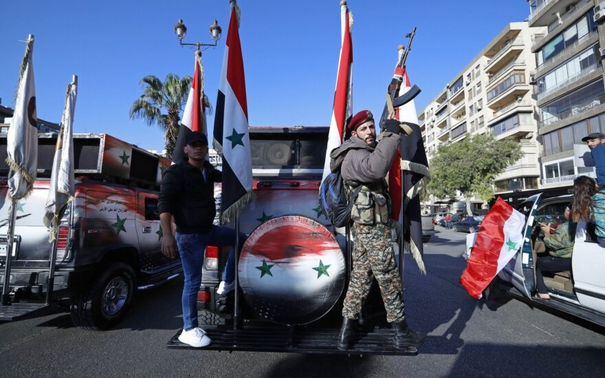 JAV sako liksiančios Sirijoje, kol ten bus Iranas, tačiau nebūtinai su karine misija