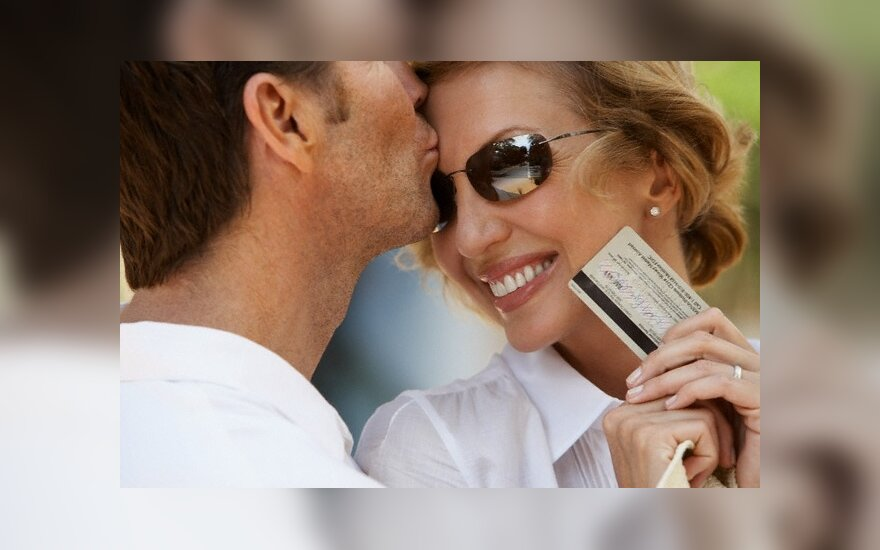 Pinigai vienišiams gali atstoti meilę?