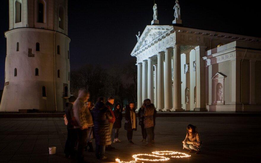 Minint Žemės valandą Vilniuje geso šviesos