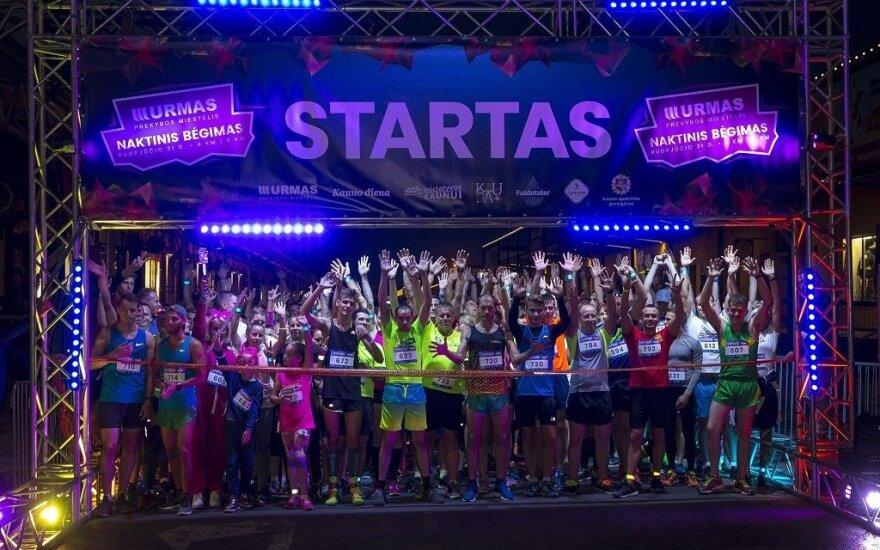 Bėgikai siautė naktiniame Kauno bėgime
