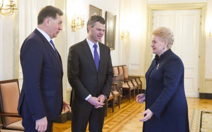 Darius Jauniškis (centre), President Dalia Grybauskaitė, PM Algirdas Butkevičius